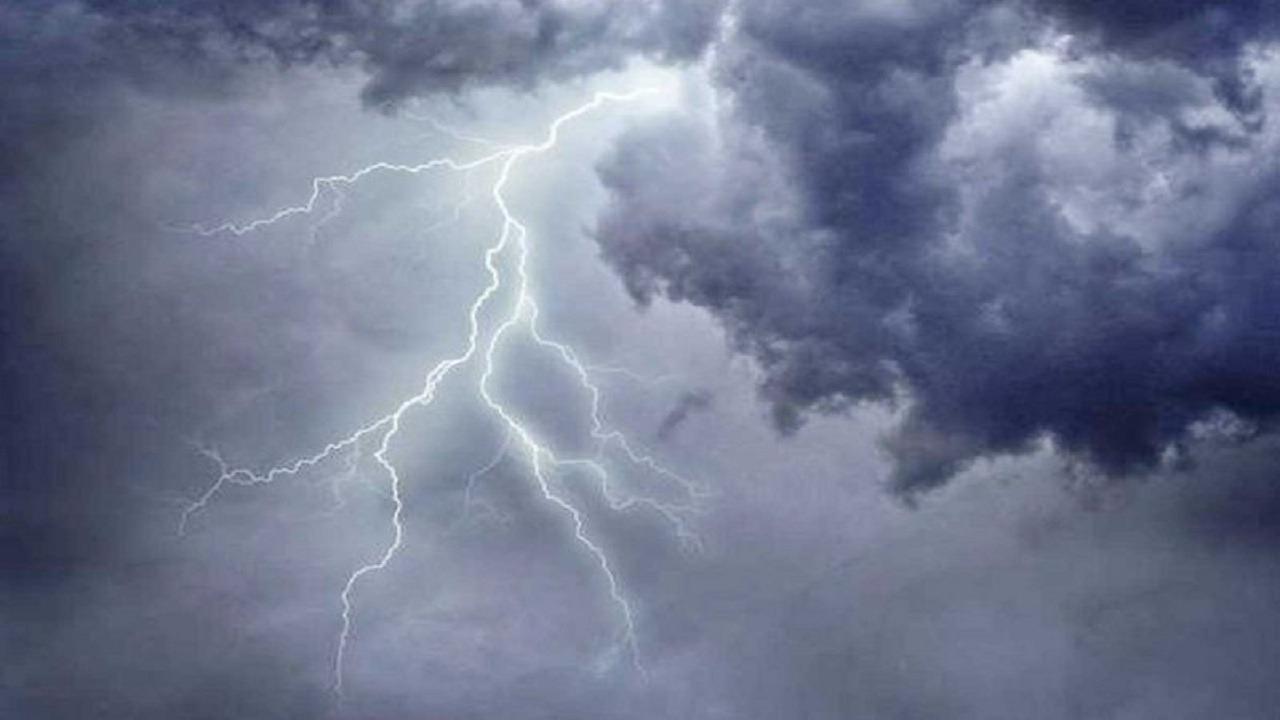 """""""الأرصاد"""" تنبه من الرياح والسحب الرعدية على الرياض"""