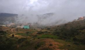 «المسند» : سحب ممطرة على مرتفعات عسير وجازان والباحة