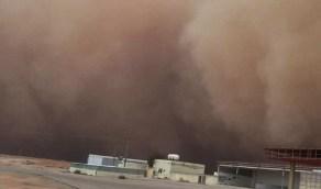 عاصفة ترابية تجتاح القصيم وتقطع الكهرباء (فيديو)