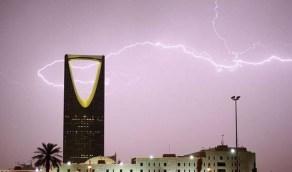 سحب رعدية ممطرة تسود أجواء الرياض