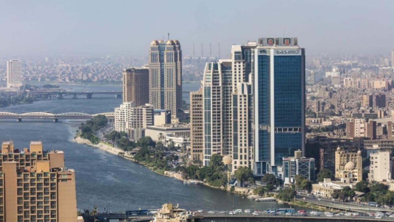 مصر تعلن تمديد القيود السارية لأسبوعين إضافيين