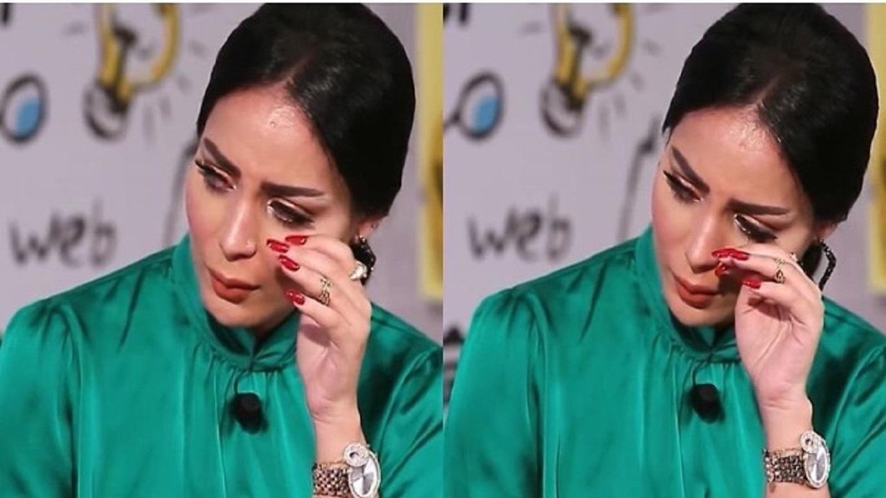 والدة دنيا بطمة تبكي على حبس شقيقتها