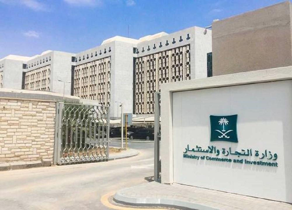 بالفيديو.. لحظة ضبط عمالة تغش تواريخ الصابون والمعقمات في الرياض