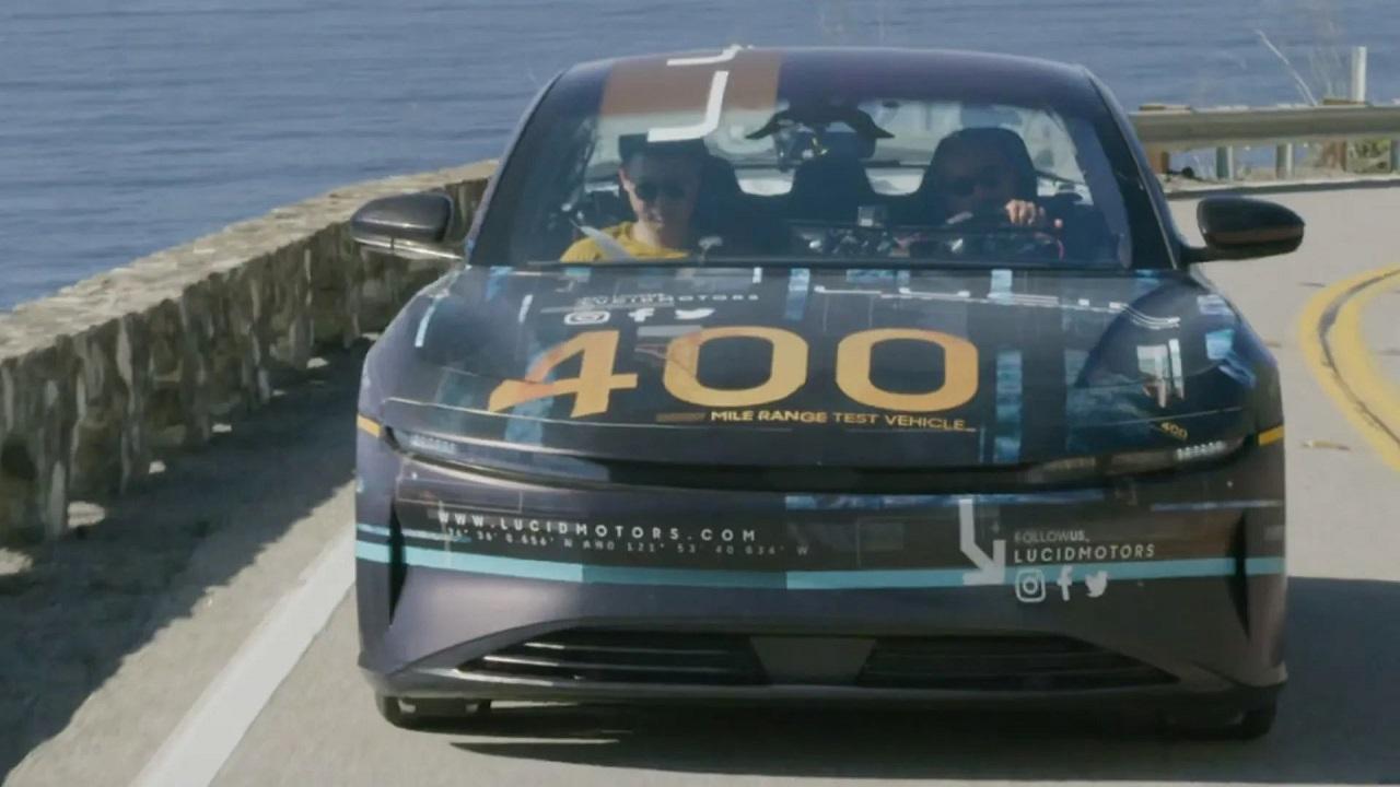 """بالفيديو..أول ظهور لسيارة """"لوسيد إير"""" الكهربائية الجبارة المدعومة من المملكة"""