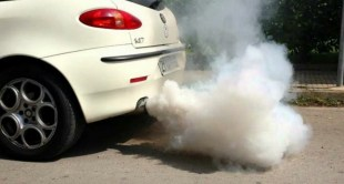 طرق علاج مشكلة خروج الدخان الأبيض من عادم السيارة