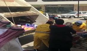 إتلاف كمياتضخمة من البضائع في بلجرشي بعد واقعة الباصق المصاب (فيديو)
