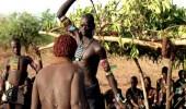 بالفيديو..كينيا تستعين بأخطر القبائل لضرب مخالفي حظر التجول