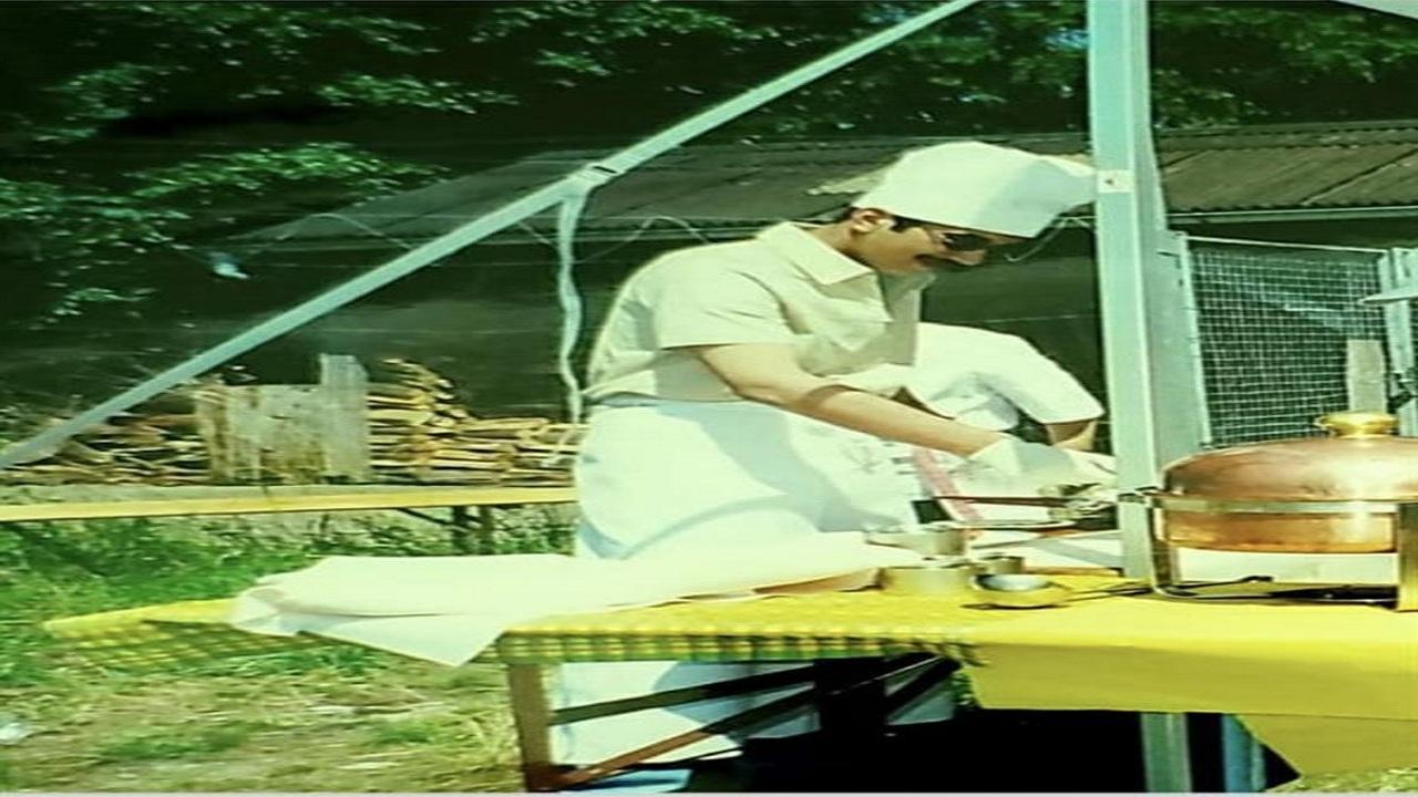 صور نادرة للأمير نواف بن فيصل أثناء طهي بعض الأكلات