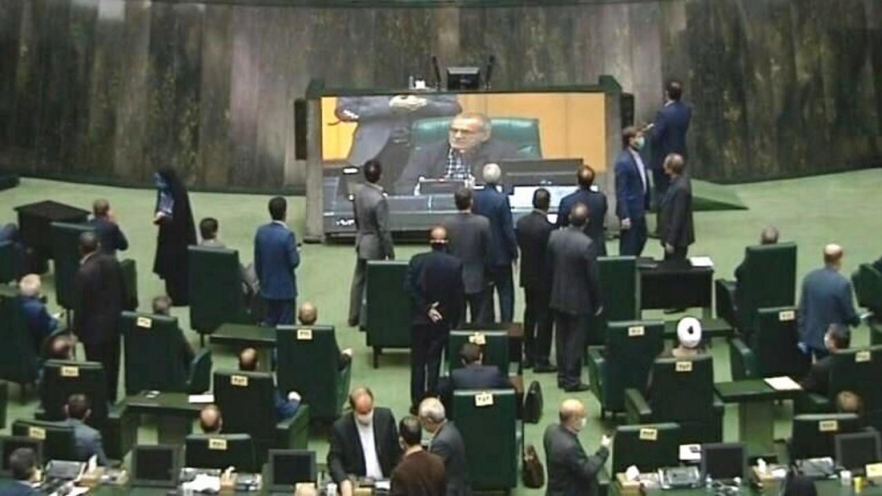 فوضى وعدم التزام بإلإجراءات في البرلمان الإيراني