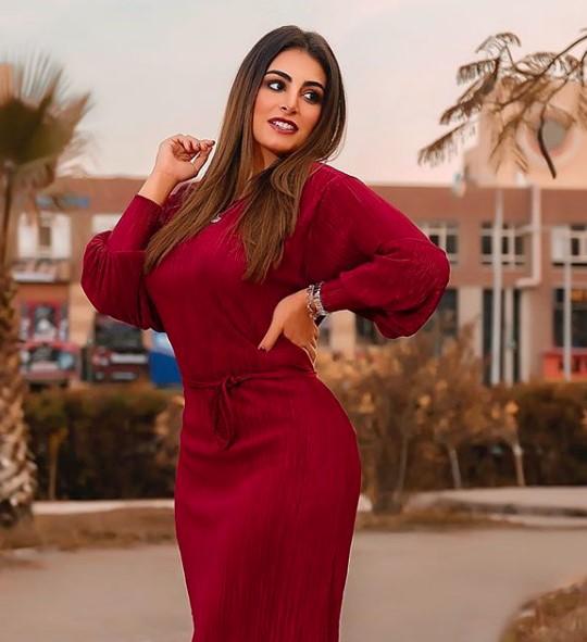 نظرة حالمة من ملكة جمال سوريا ياسمين هواري