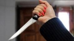 فتاة تطعن شابًا وتصيب آخر بجرح في يده