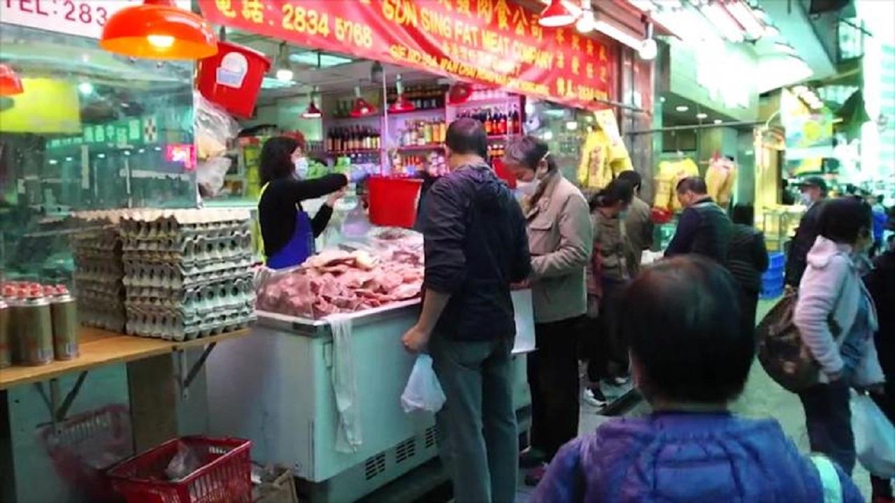 شاهد.. عودة الحياة لطبيعتها وفك الحواجز في مدينة ووهان الصينية