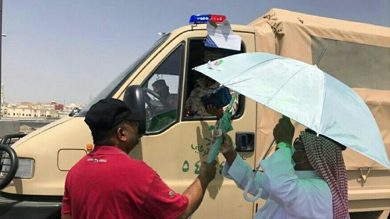 توزيع 500 مظلة على رجال الأمن بمكة