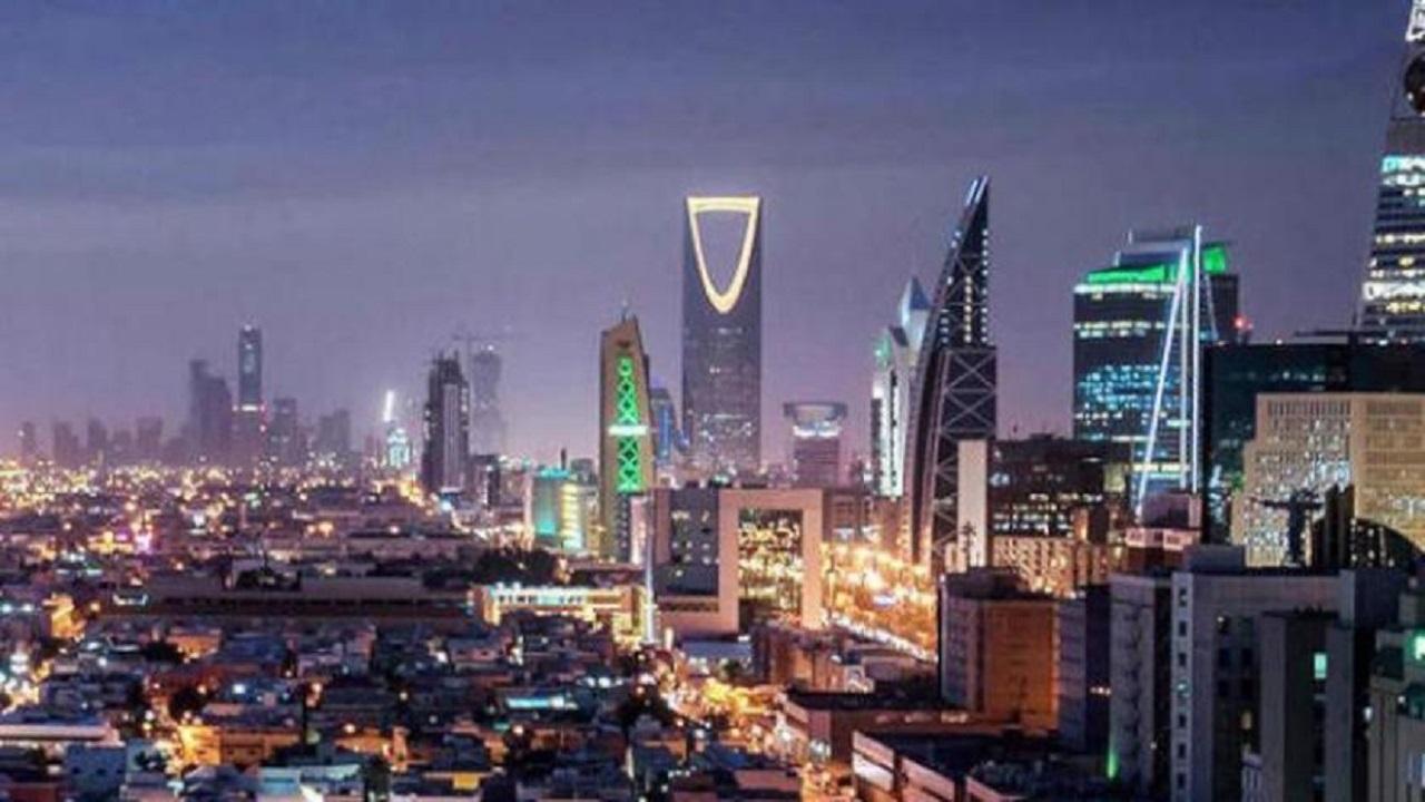 رصد شابين يروجان للمثلية في الرياض
