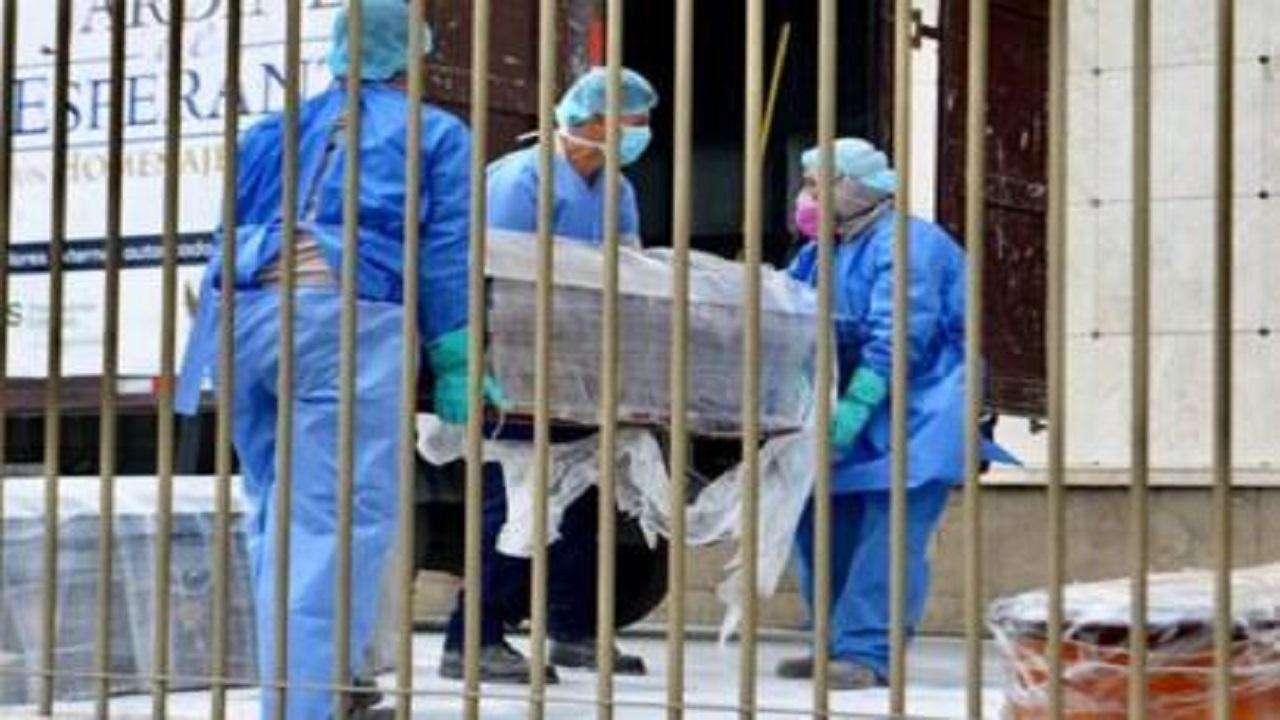 الإكوادور تخزن جثث الموتى في مبردات بعد تكدس المشارح والمستشفيات
