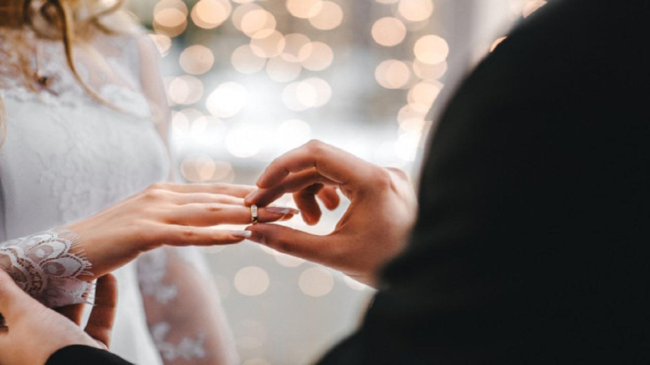 منع الزواج والطلاق في دولة عربية بسبب الفيروس