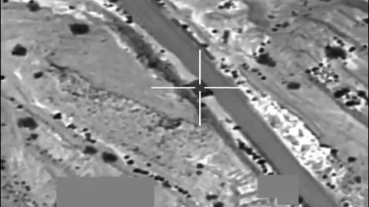 شاهد.. مقاتلات التحالف تستهدف مواقع الحوثيين في مأرب والجوف