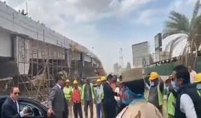 بالفيديو.. السيسي يعنف مسؤولين لعدم ارتداء العمال كمامات