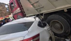 إصابة شخص في حادث اصطدام مركبة وشاحنة بجدة