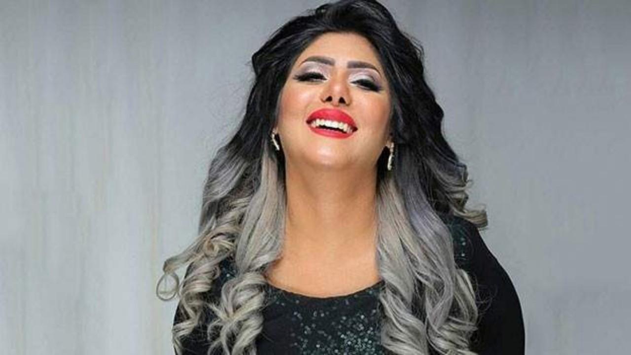 ملاك الكويتية تهاجم منتجًا أجبرهم على التصوير رغم الفيروس (فيديو)