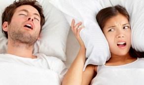 ركلة بسيطة واقتلاع شعره من رأس زوجك أو حاجبيه تخلصك من شخيره