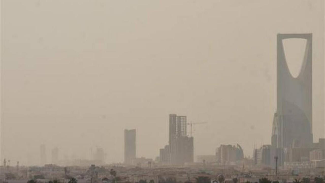 أتربة ورياح تسود أجواء الرياض