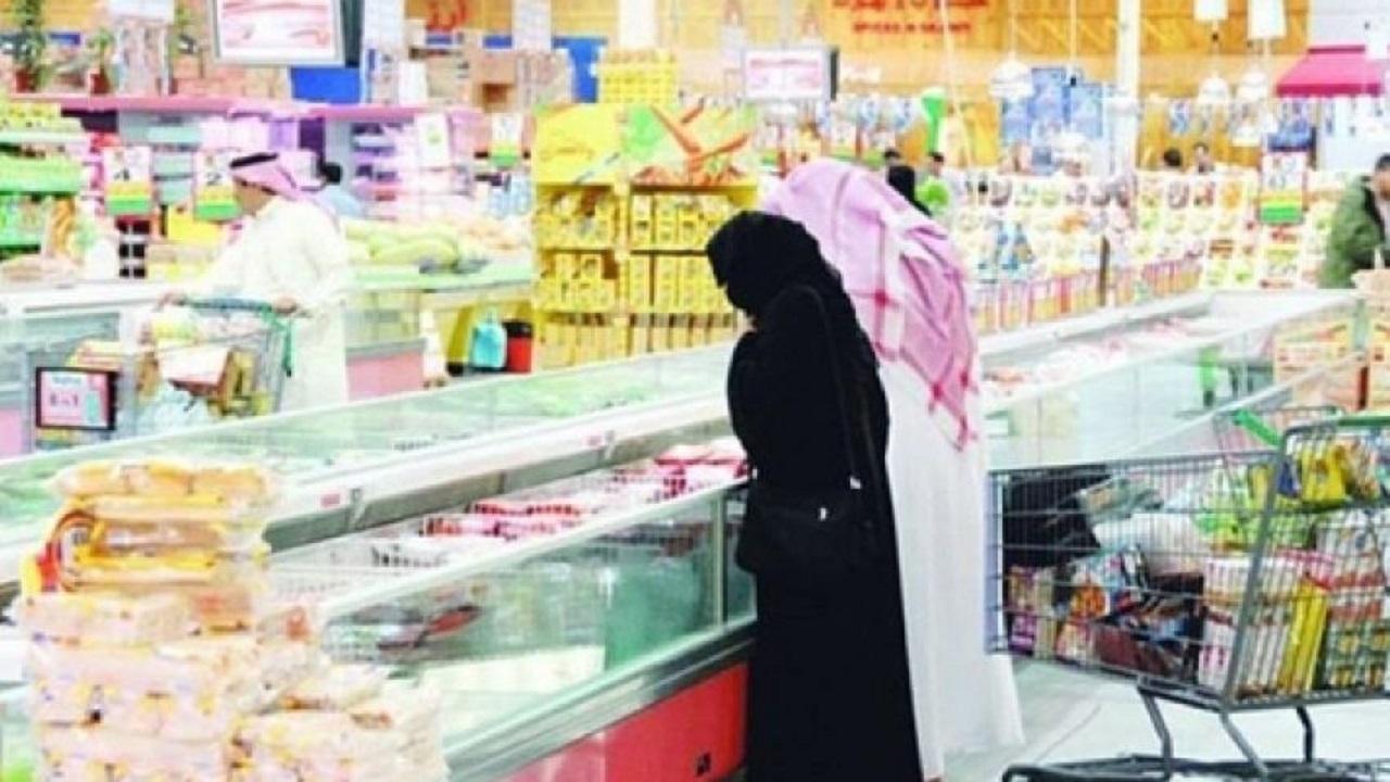 إلزام المحلات التجارية بعدد محدد من العملاء وفقاً لمساحتها