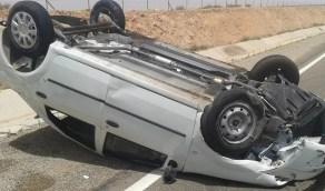 إصابة شخص في حادث انقلاب مركبة بالمويه