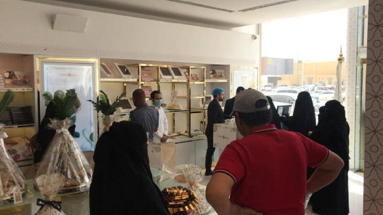 بالصور.. «بلدية الخرج» تغلق 7 محلات للحلويات