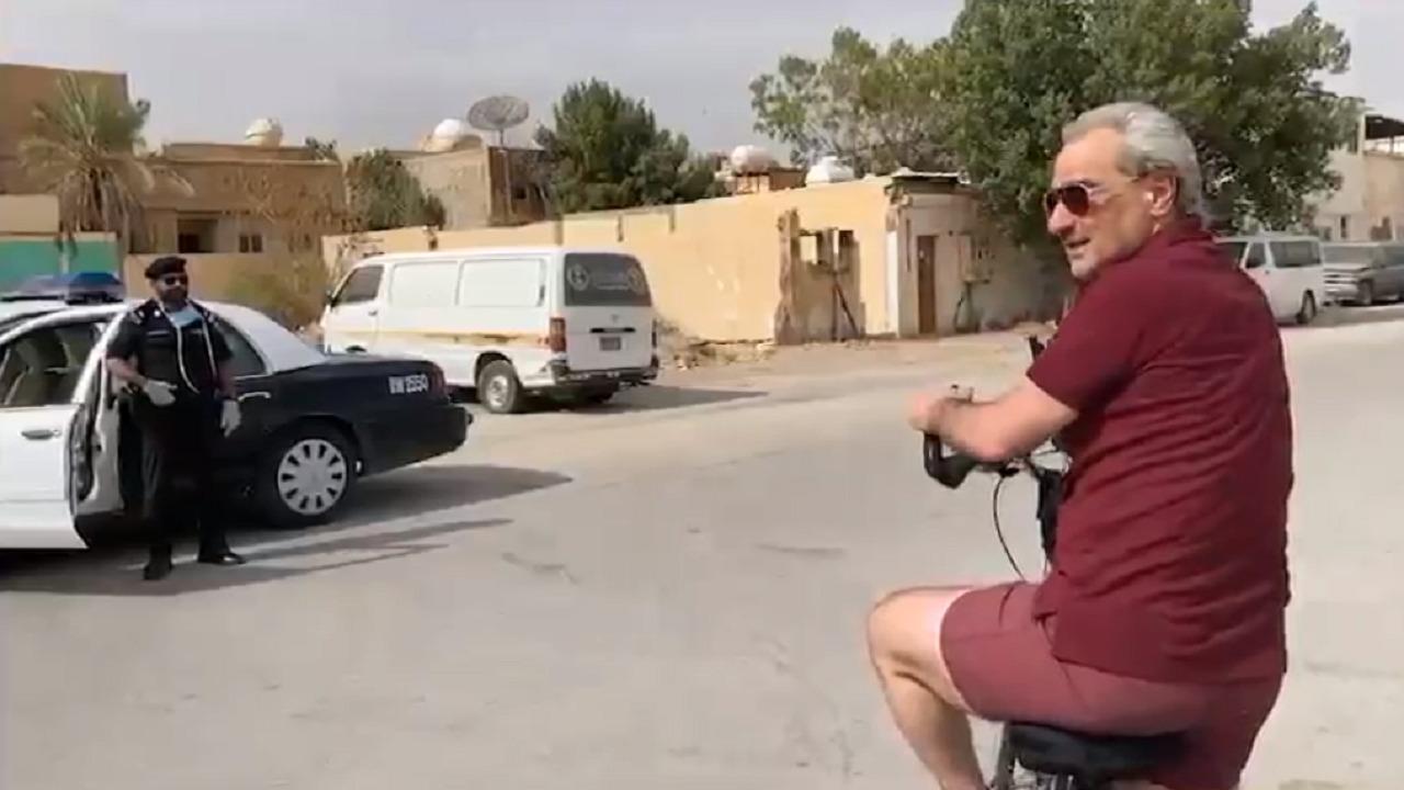 بالفيديو..الوليد بن طلال يبلغ عن مخالفين للإجراءات الإحترازية أثناء تجوله بالدراجة