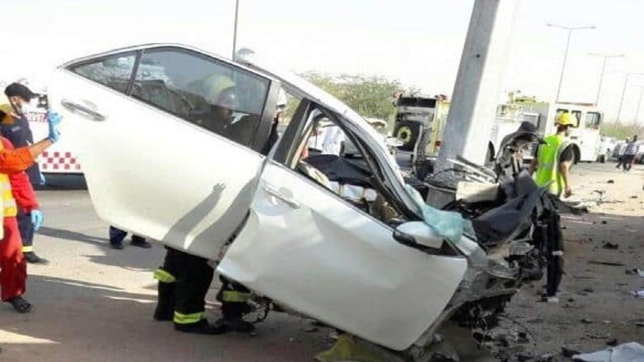 إصابة شخصين في حادث اصطدام مركبة بعامود إنارة بالطائف