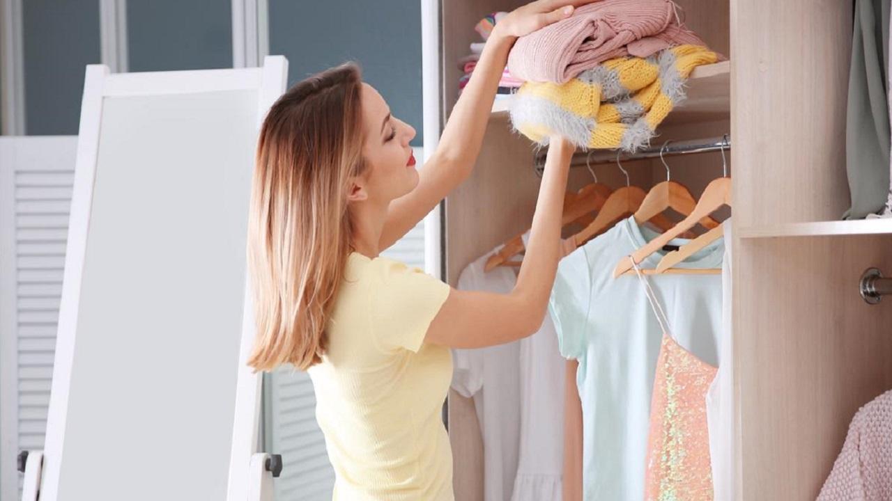 الطريقة الصحيحة لتخزين الملابس الشتوية بلا عفن