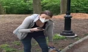 بالفيديو .. اتهام فتاة بالعنصرية بعد تهديدها لرجل من أصول أفريقية