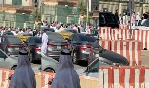 شاهد.. زحام شديد عند مبنى جوازات الرياض
