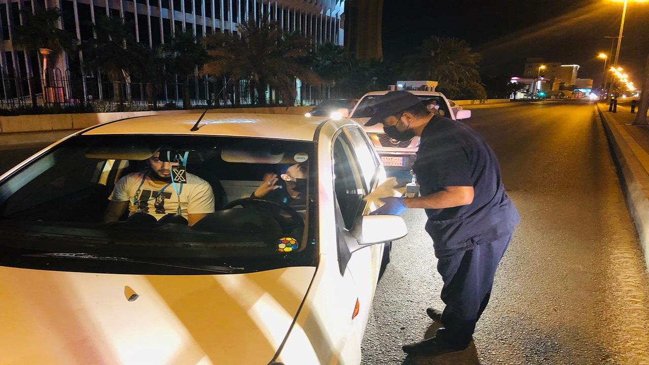 ضبط 700 مخالفة لقائدي مركبات التوصيل في القطيف