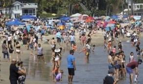 بالصور..توافد الأمريكيين إلىالشواطئوالبحيرات لقضاء عطلة نهاية الأسبوع