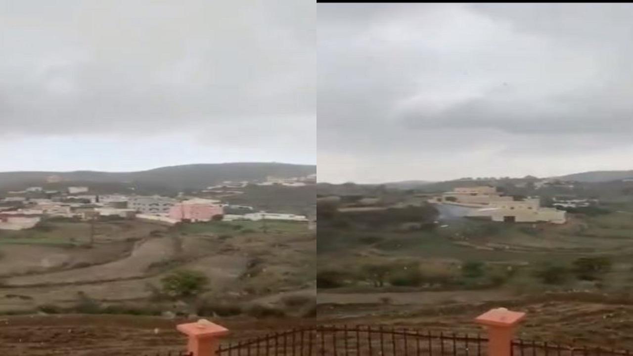 شاهد.. أمطار وبرد سودة عسير في أخر أيام رمضان