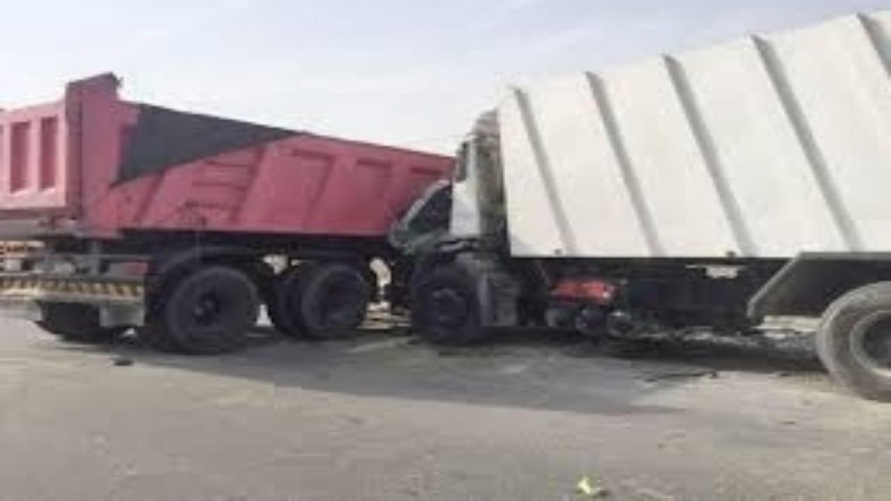 وقوع إصابات في حادث اصطدام شاحنتين ومركبة بميسان