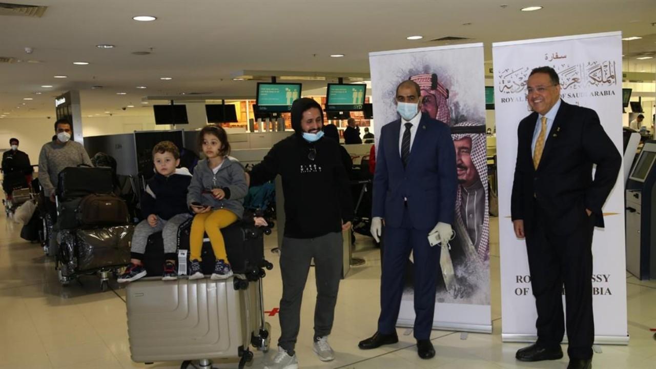 بالصور.. الدفعة الثانية من المواطنين العالقين في أستراليا تغادر مطار سيدني