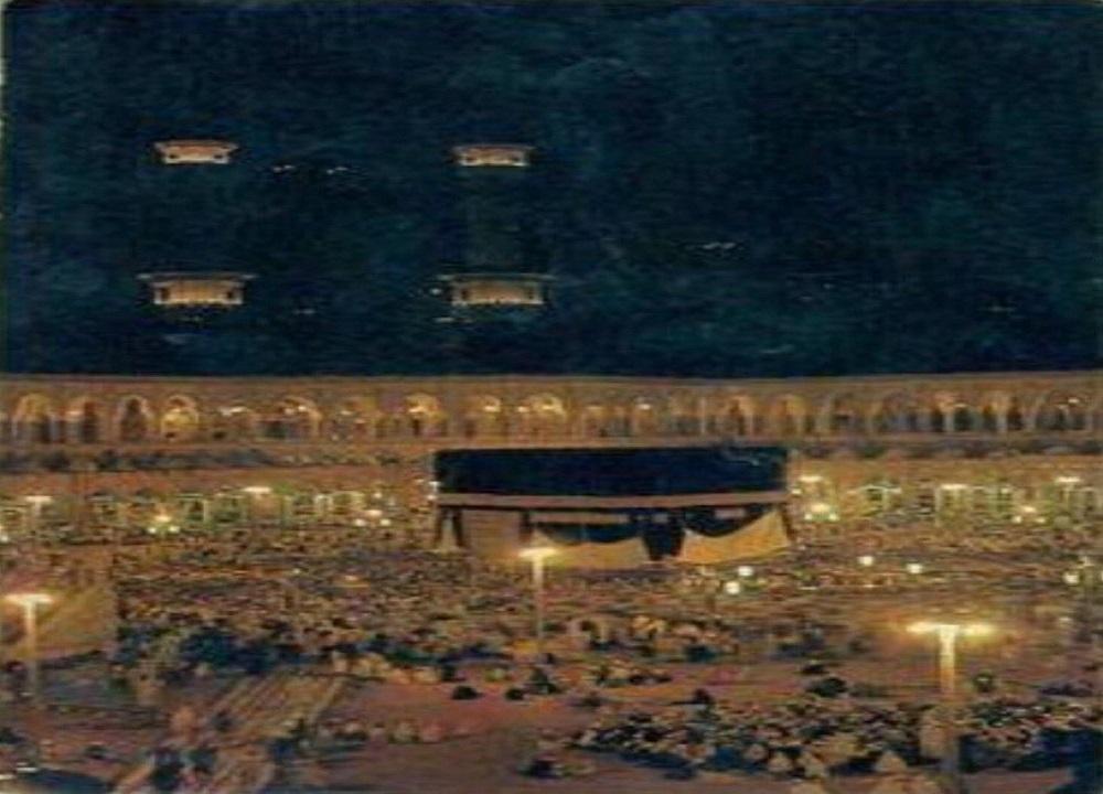 صورة ليلية قديمة للحرم المكي تُريح النفس