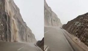 فيديو مذهل لشلالات عنيفة إثر هطول الأمطار