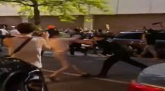 بالفيديو.. شرطي أمريكي يشتم متظاهرة ويدفعها بطريقة بشعة