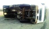 انقلاب شاحنة على طريق مكة - جدة السريع