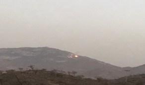 بالفيديو والصور.. البرق يضرب جبلاً بربوع العين ويشعل النيران فيه