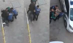 بالفيديو.. الشرطة التركية تسحل شاب بعد يومين من إدانة عنف الشرطة الأمريكية