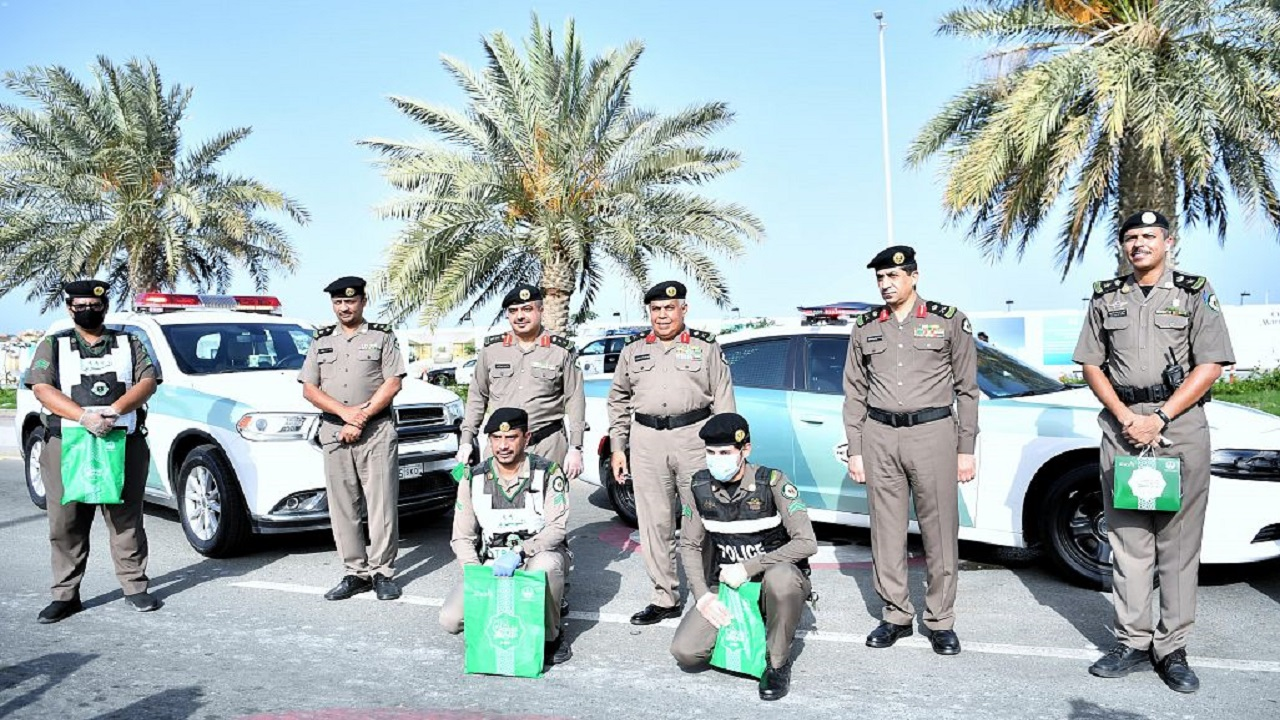 إمارة مكة المكرمة توزع أكثر من 30 ألف هدية معايدة للمرابطين ميدانياً