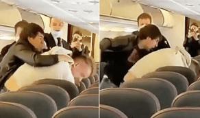 شاهد.. شجار عنيف على متن طائرة بسبب خرق قواعد التباعد الإجتماعي