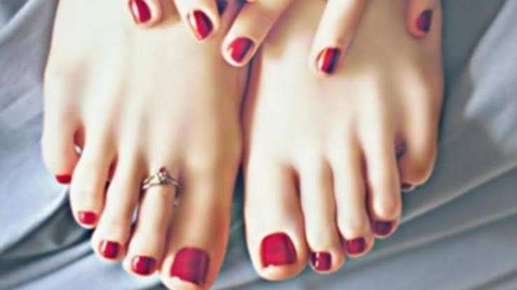 خطوات تجعل قدميكِ كالحرير