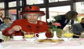 أغرب عادات الملكة إليزابيث على طاولة الطعام