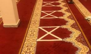 شاهد.. مساجد تبدأ في وضع علامات على السجاد للتباعد بين المصلين